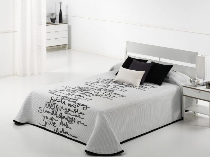 LETTER BEDSPREAD CH C.08